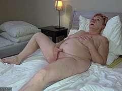 Nackt bad oma im Vater sieht