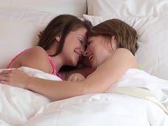 lesbischen kussen nackt